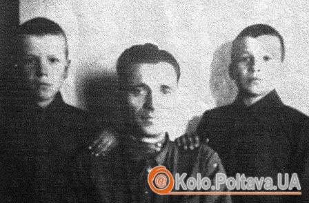 Іван Хмара (справа) з батьком і братом Фото надане Василем Артеменком