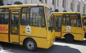 жовтий колір та напис «шкільний автобус» – обов'язкові вимоги для транспорту, що підвозить учнів
