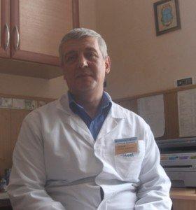 Завідувач хірургічним відділенням №1 2-ї міської клінічної лікарні Віктор Іванов каже, що стан хворого тяжкий, хоча операцію він переніс добре