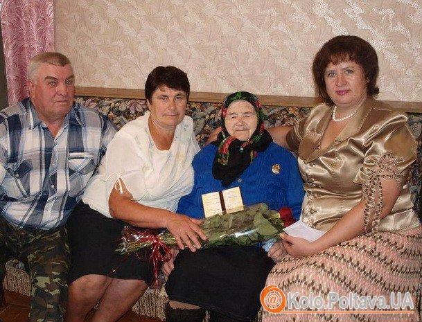 Ганну Ніколаєнко поздоровили з почесним званням (Фото з rada-poltava.gov.ua)