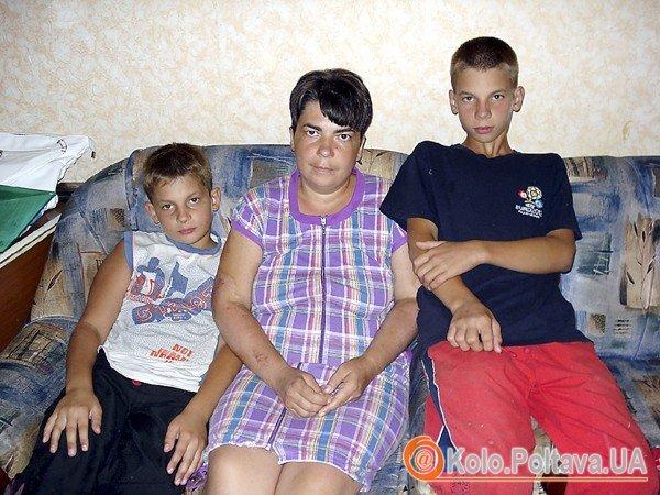 Тетяна зі старшими синами Денисом (зліва) та Владом, їм 12 і 13 років. Фото fakty.ua