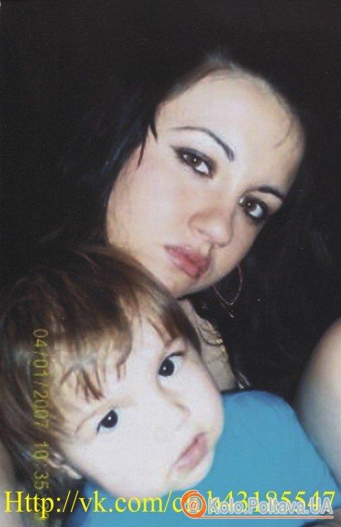 Оля з донечкою до аварії. Фото з відкритої групи в Контакті
