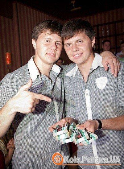 «Неродственники» з виграшем. Льоша (зліва) та Ігор