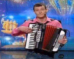 максим Соколик дивував суддів своєю грою на акордеоні