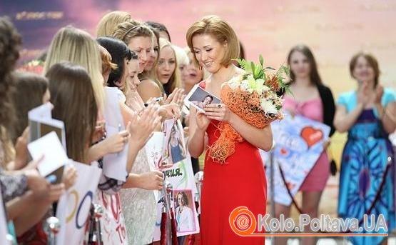 """Після участі в шоу """"Холостяк"""" завдяки своїй веселій вдачі Аня стала народною улюблинецею.Фото stb.ua"""