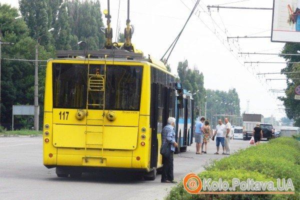 Поломка тролейбуса стала проблемою для полтавців (фото Юлії Корж)