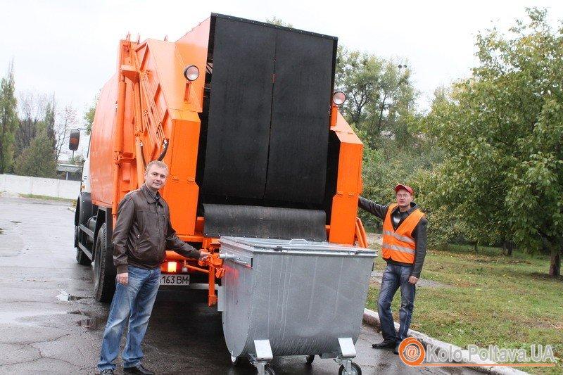 Комунальному підприємству Полтави КАТП – 1628 придбали 2 бульдозери, сміттєвоз та 335 контейнерів для сміття. Фото надані прес-службою міської ради-5 шт.