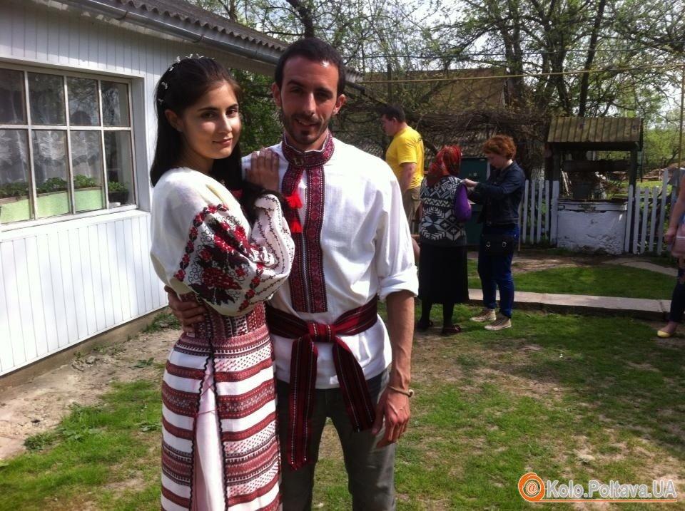 Українські родичі Марка на шоу провели парі обряд українського весілля