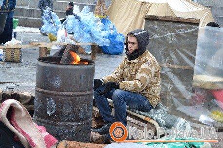 Дрова та їжа - стратегічно важливі речі для майданівців. Фото Валентини Зайченко
