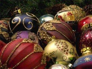 У полтавській підземці чоловік вкрав з ялинки 18 новорічних прикрас