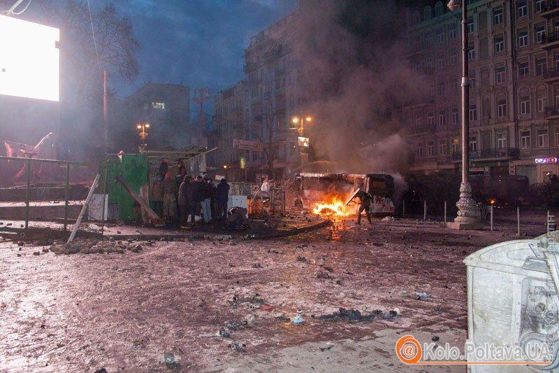 Нічна варта в Києві  репортаж Кола з вулиці Грушевського фото