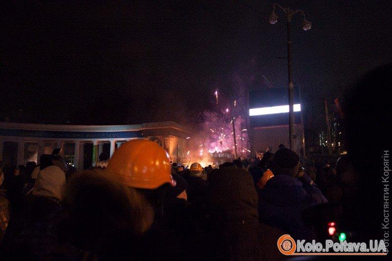 Нічний штурм в Києві  майданівці відбили свої позиції. Репортаж Кола  фото та відео