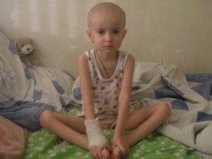 4-річна Даша потребує допомоги на лікування від раку крові