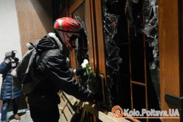 До нових барикад принесли білі троянди