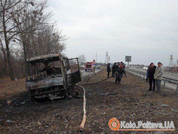 """Автобус за перевезення тітушок отримав """"коктейль молотова"""". Фото Юрія Климченка."""