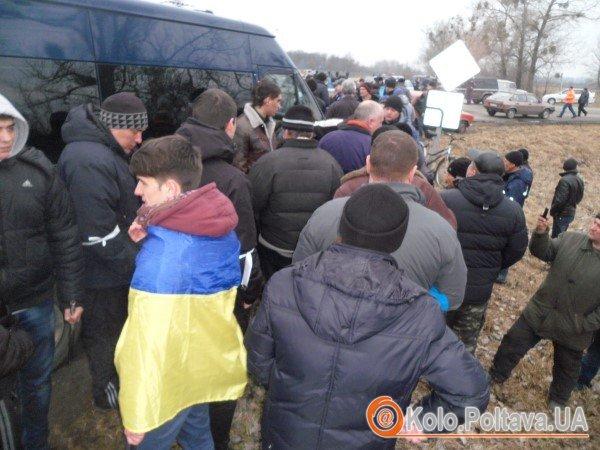 На Лубенщині перекрили тітушкам дорогу на Київ. Фото Юрія Климченка.