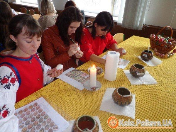 У педагогічному університеті Полтави провели майстер-класи з канзаші, хурдангеру та інших мистецтв