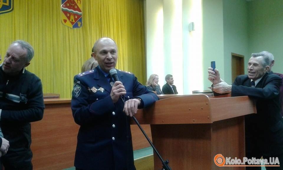 Іван Корсун на віче у Полтаві відповідав на питання мешканців міста. Фото Олександри Сиротенко