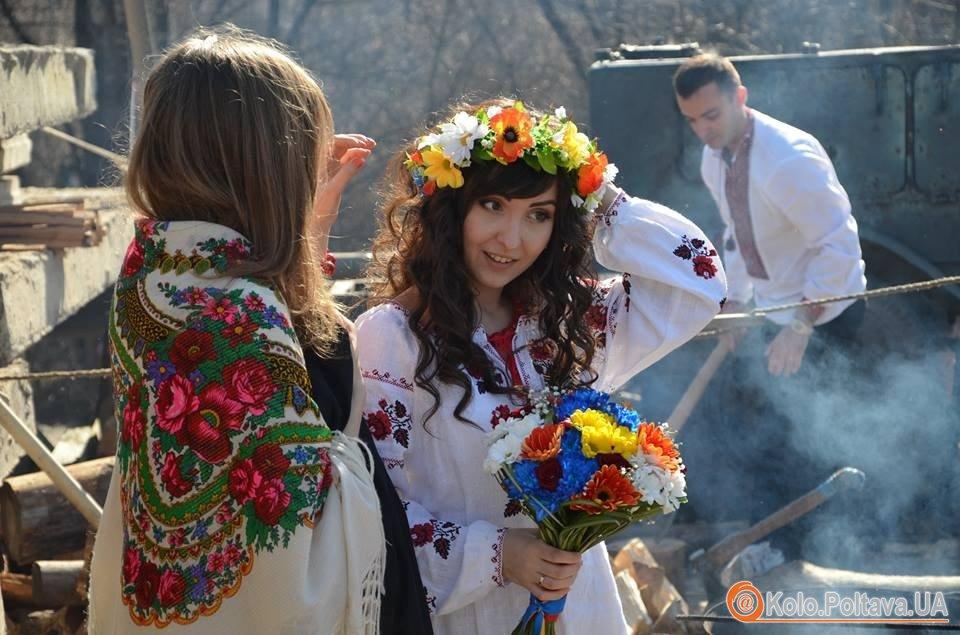 У Полтаві з являються революційні весільні традиції фото