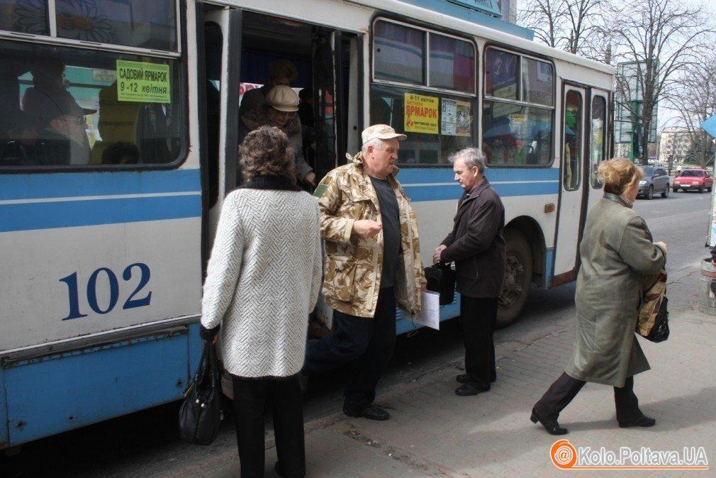 У поминальні дні в Полтаві пустять додатковий транспорт та продовжать рух маршрутів