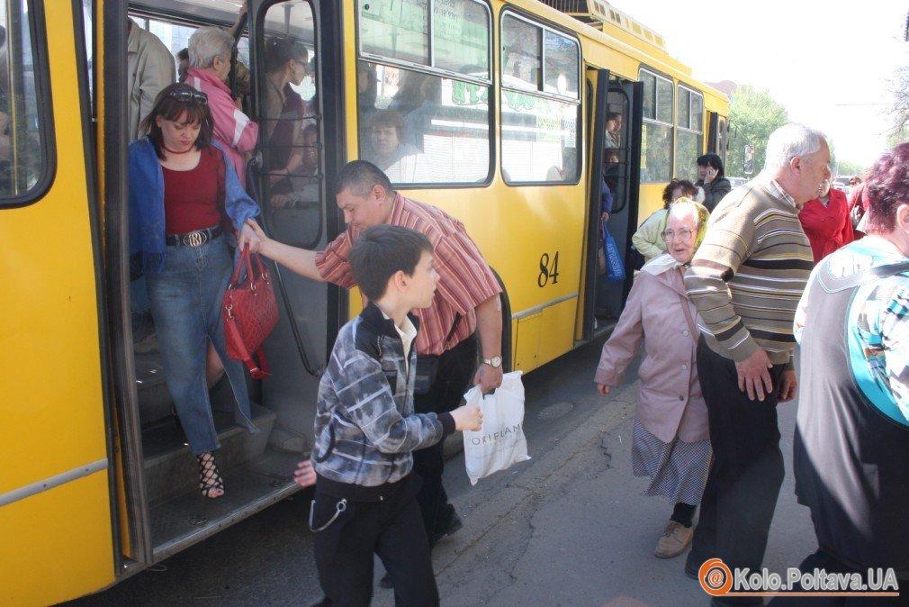 Поминальний понеділок у Полтаві настав транспортний колапс