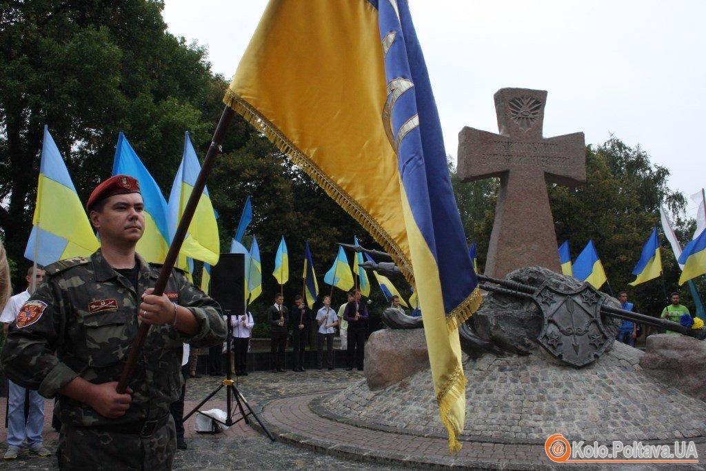 Біля пам'ятника Загиблим українським козакам