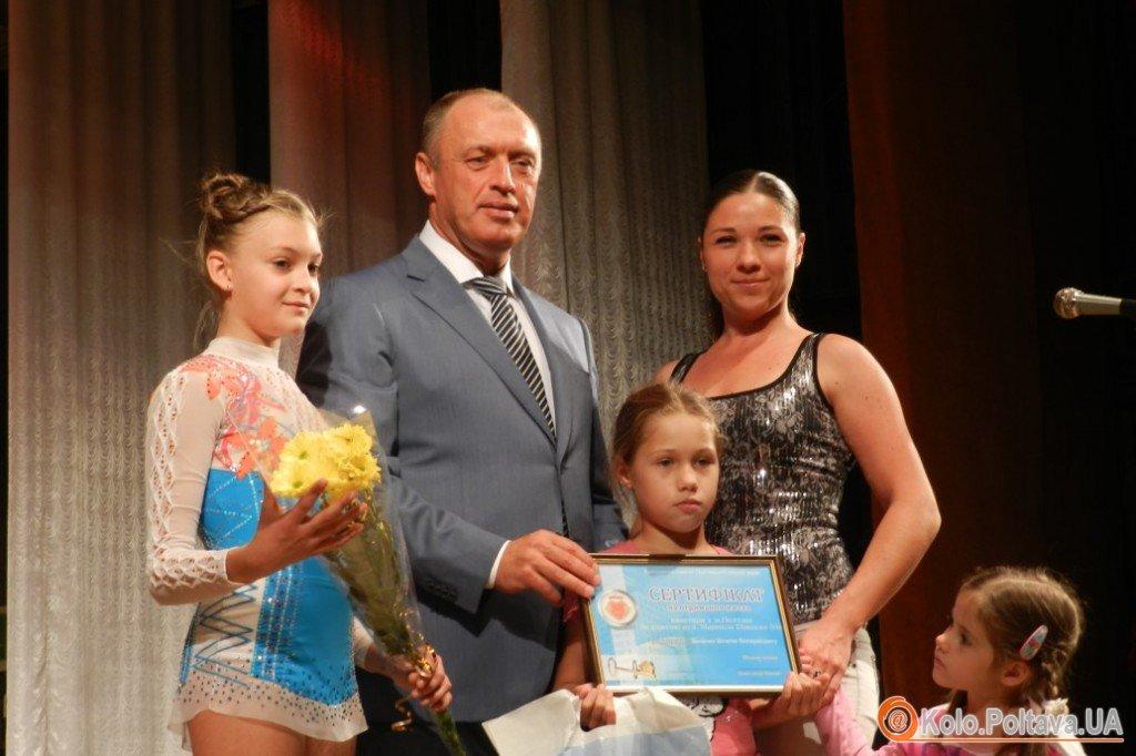 Олександр Мамай вручив сертифікат на квартиру сім'ї Віталія Зінченка
