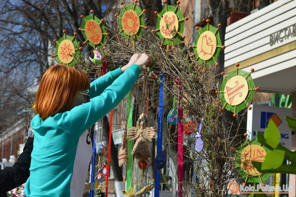 Полтаву прикрасили великодні дерева