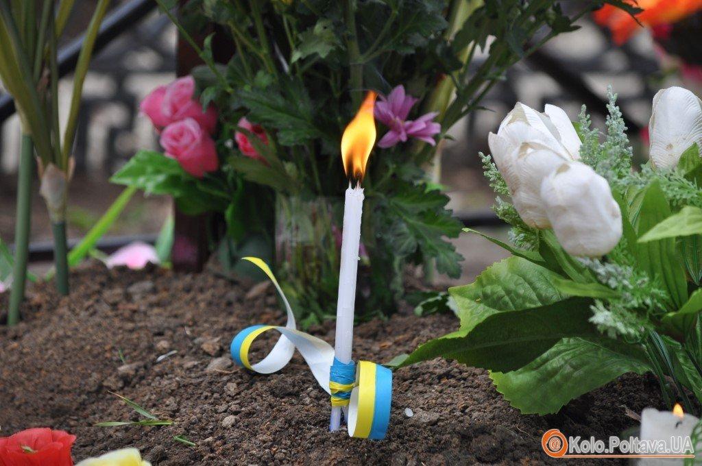 У поминальний понеділок в Полтаві відслужили панахиду за загиблими героями