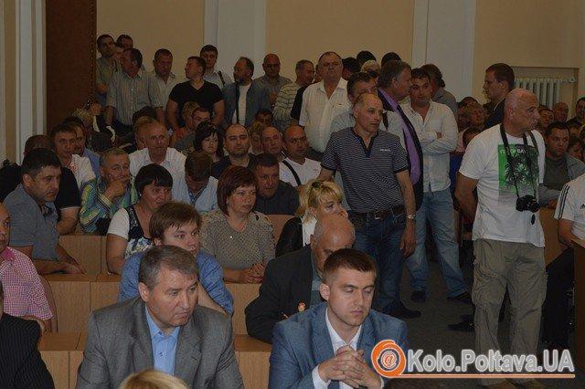У Полтавській міській раді під галас і бійку підняли ціну на проїзд