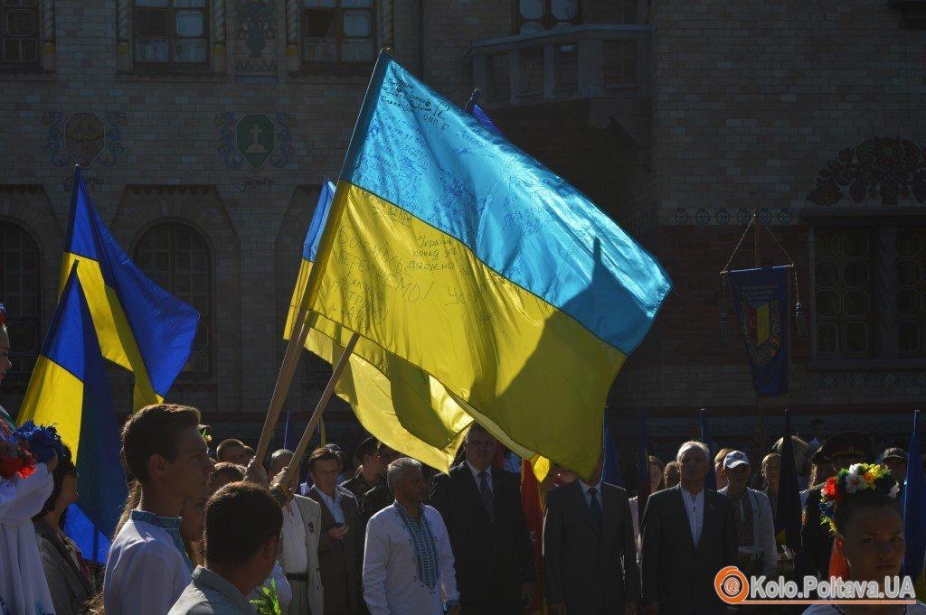 Над Полтавою замайоріли прапори із зони АТО (ФОТО)