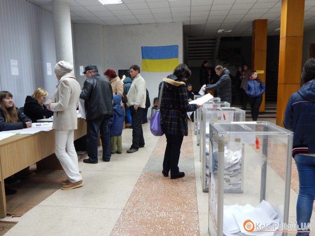 На одній із виборчих дільниць у Полтаві не знайшли протоклів ранкового засідання
