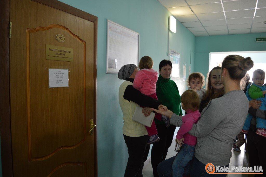 Маленьких полтавців почали імунізувати від поліомієліту головний медик області привів онуку (ФОТО)