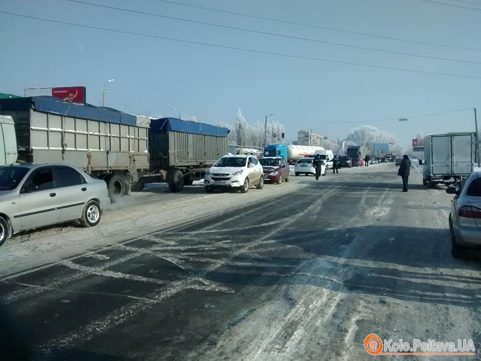 Полтавські учасники АТО перекрили рух на трасі Київ –Харків (фото і відео)