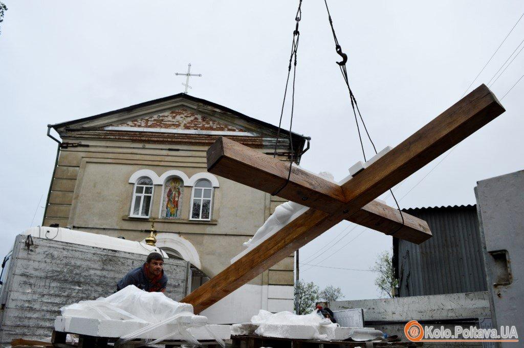 Через Полтаву пролягла хресна дорога встановили хрест єднання (ФОТО)