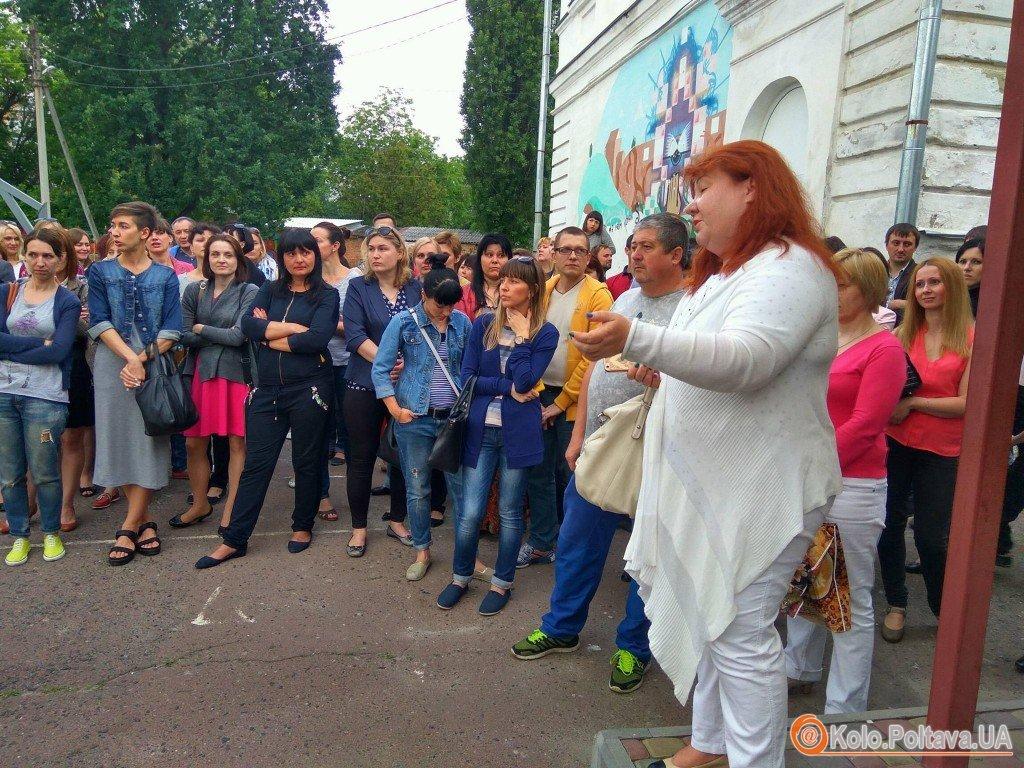 У Полтаві батьки учнів третьої школи протестують, щоб не звільняли директора