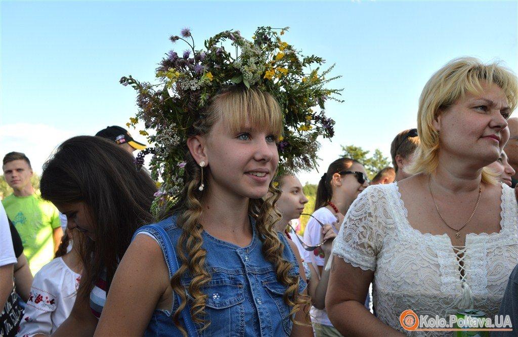 У Ковалівці на Купальських гуляннях співали караоке і стрибали через багаття (ФОТО, ВІДЕО)