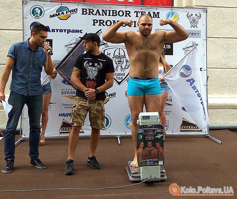 Зважені та войовничі: у Полтаві пройшла церемонія зважування перед турніром ММА