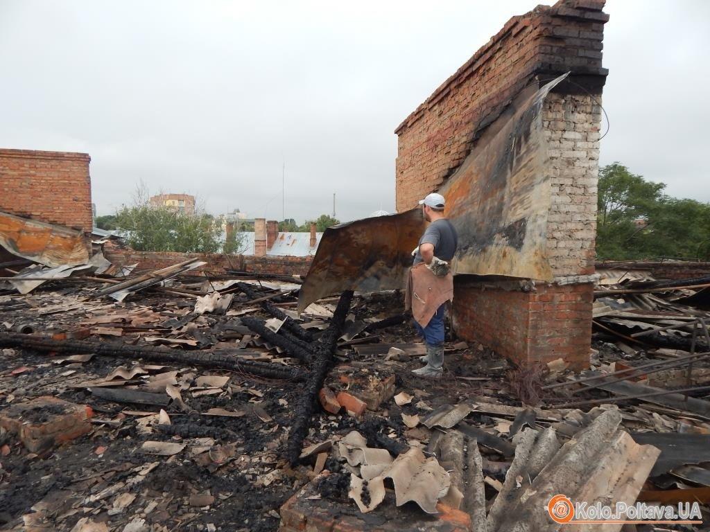 Мешканці постраждалого від пожежі будинку сподіваються на допомогу влади ( Фото)