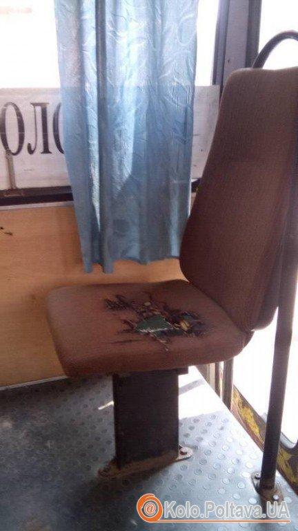 Полтавський транспорт: діряві брудні сидіння та іржавий салон