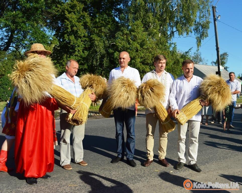Із духовим оркестром, парадом техніки та київським гостем – у Семенівці відсвяткували обжинки