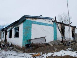Фото: На Полтавщині родину погорільців з Луганщини односельці не залишили напризволяще