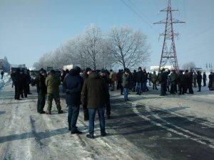 Полтавські учасники АТО перекрили рух на трасі Київ – Харків (фото і відео)